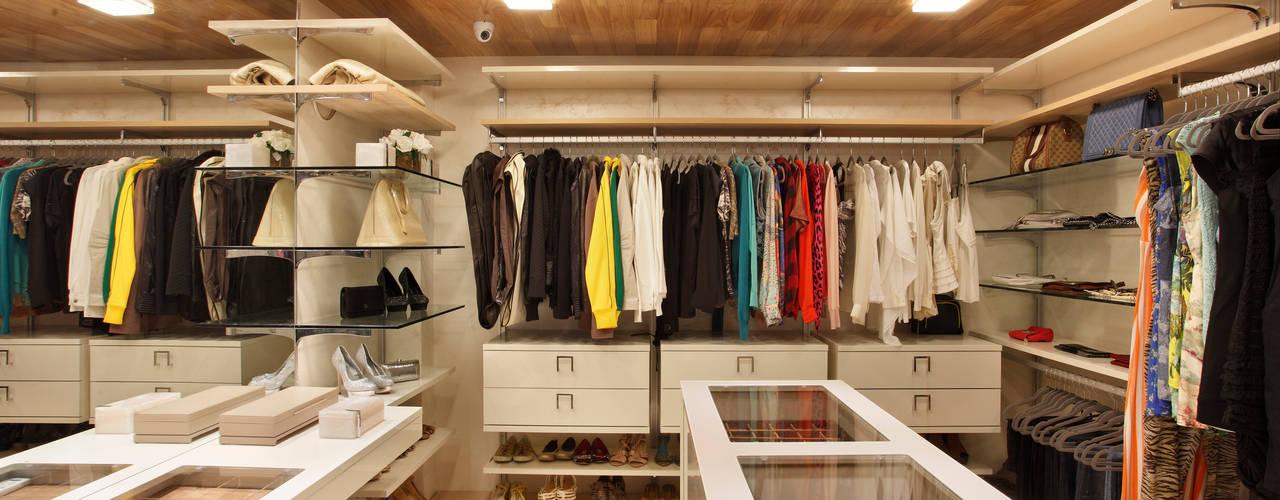 Dressing room by Leila Dionizios Arquitetura e Luminotécnica, Modern