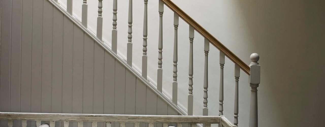 Hallway Rustic style corridor, hallway & stairs by Studio Duggan Rustic