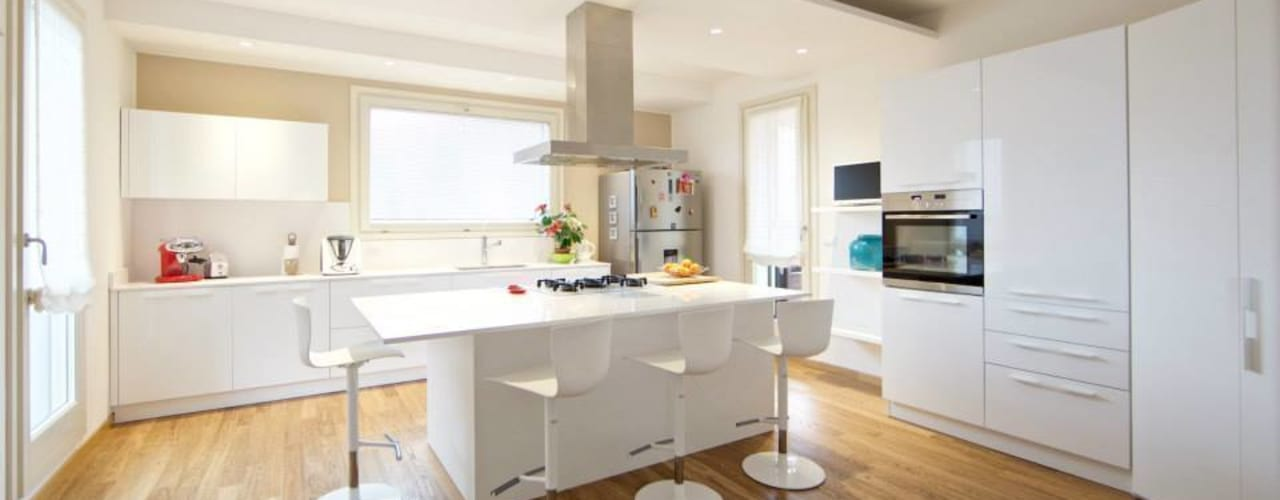 Modern Kitchen by Modularis Progettazione e Arredo Modern