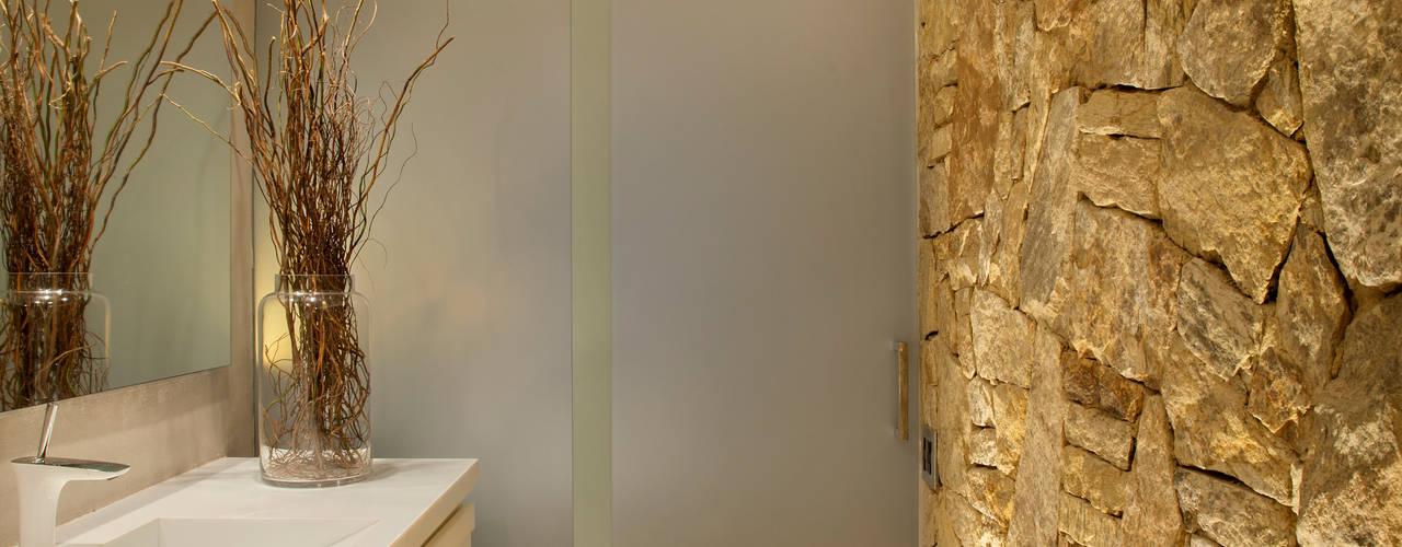 Baños de estilo  por Studio ro+ca