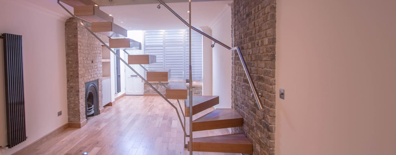 Pasillos y vestíbulos de estilo  por Railing London Ltd
