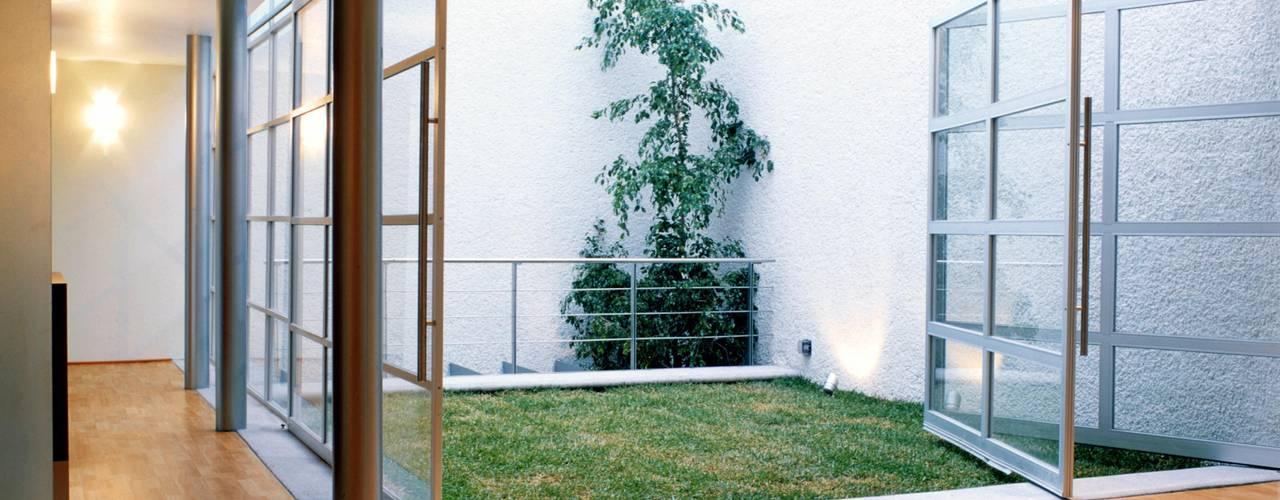 Jardines de estilo  de Micheas Arquitectos