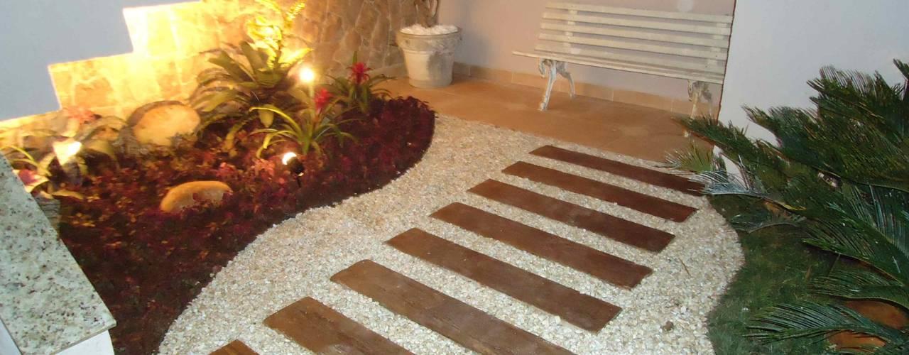 Eklektyczny korytarz, przedpokój i schody od Kátia Borges - arquitetura+interiores Eklektyczny
