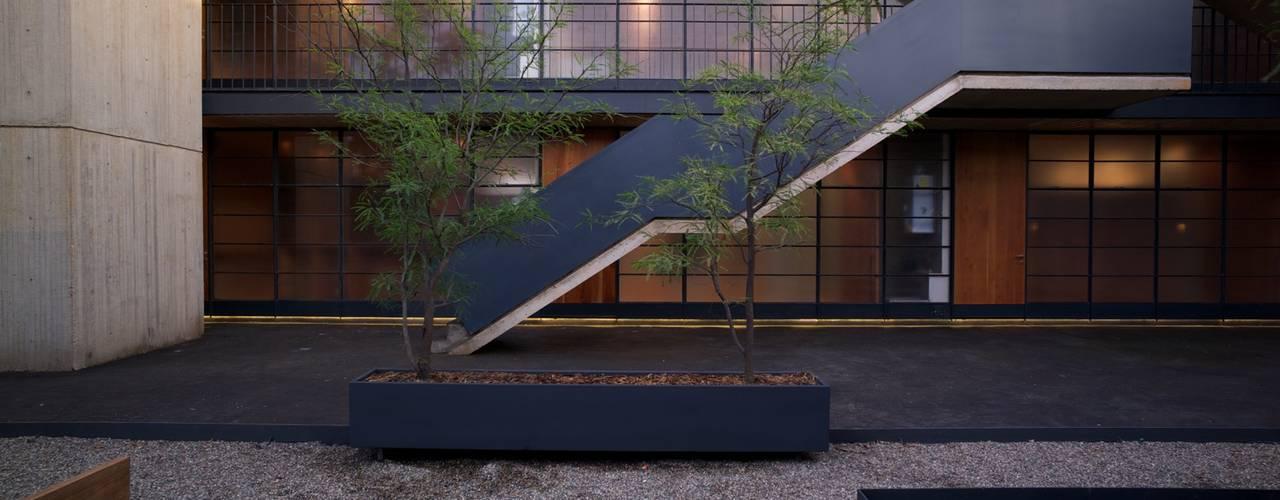 Pasillos, vestíbulos y escaleras de estilo industrial de Alvaro Moragrega / arquitecto Industrial