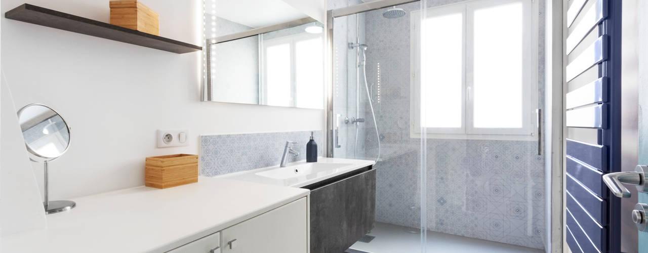 Bathroom by Espaces à Rêver,
