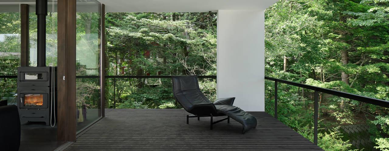 035カルイザワハウス: atelier137 ARCHITECTURAL DESIGN OFFICEが手掛けたテラス・ベランダです。,モダン