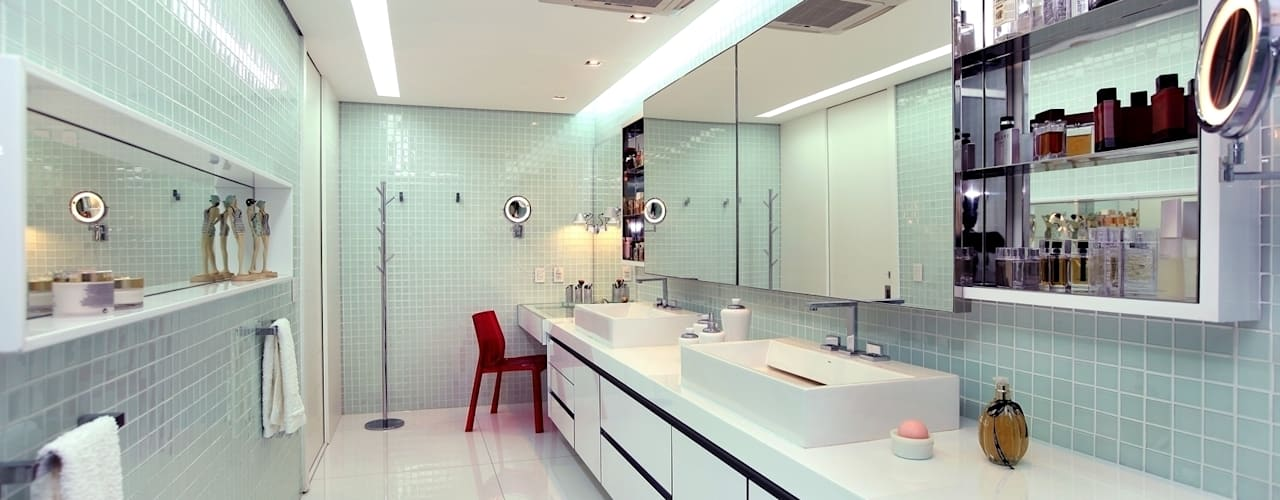 Edifício Jardim Atlântico : Banheiros modernos por Rodrigo Maia Arquitetura + Design