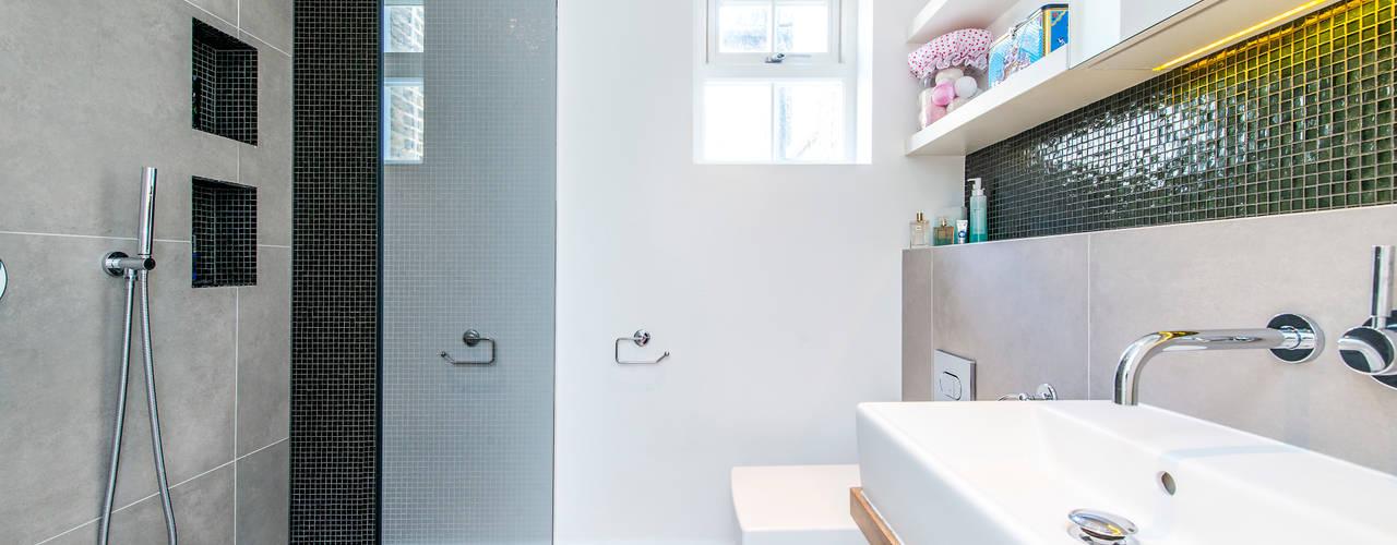 Moderne badkamers van homify Modern