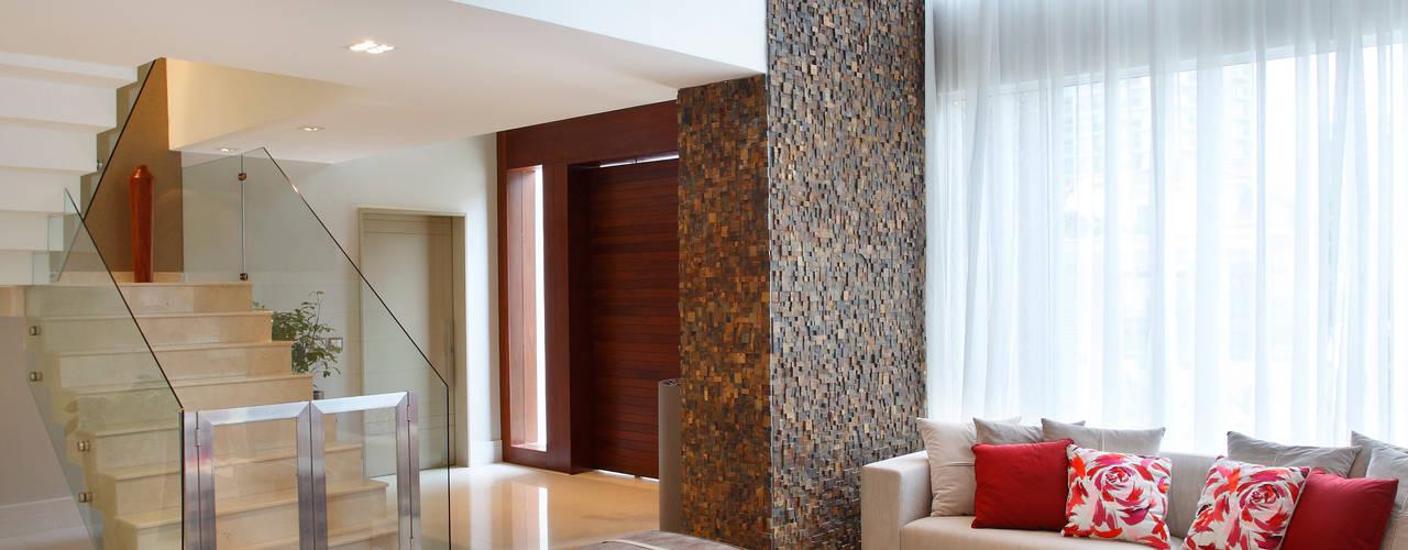 Salas de estilo moderno por Arquitetura e Interior