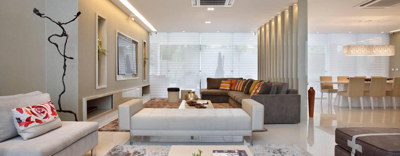 Living room by Arquitetura e Interior,