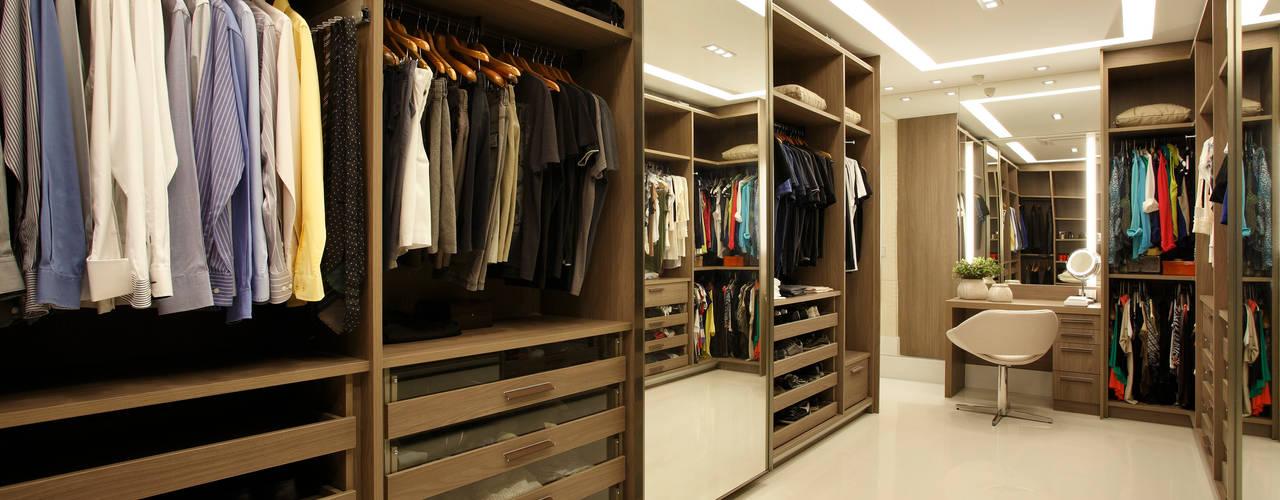Closets de estilo  por Arquitetura e Interior