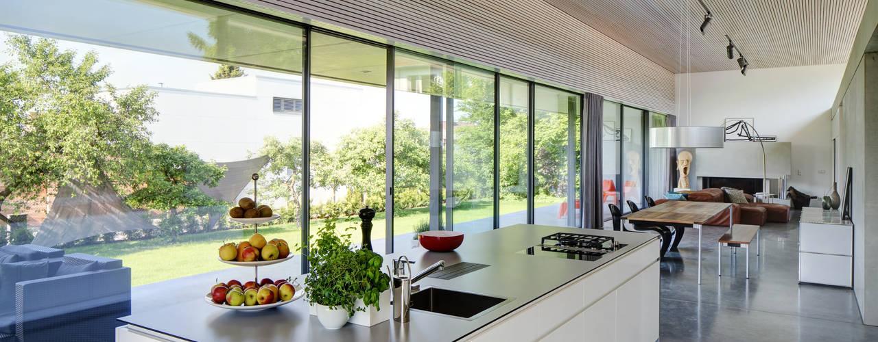 Cocinas de estilo moderno de Schenker Salvi Weber Moderno