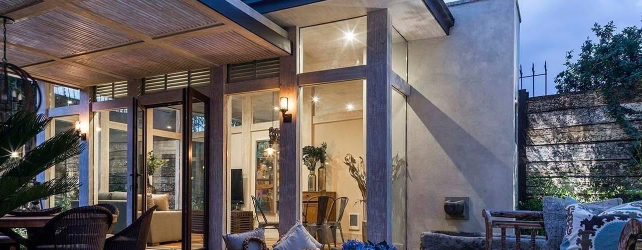 Casas de estilo moderno por MARIANGEL COGHLAN