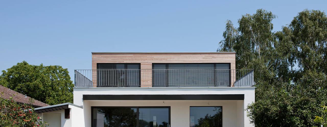 現代房屋設計點子、靈感 & 圖片 根據 Corneille Uedingslohmann Architekten 現代風