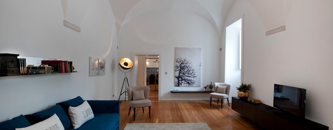CONVENTO DOS INGLESINHOS: Salas de estar  por Home Staging Factory