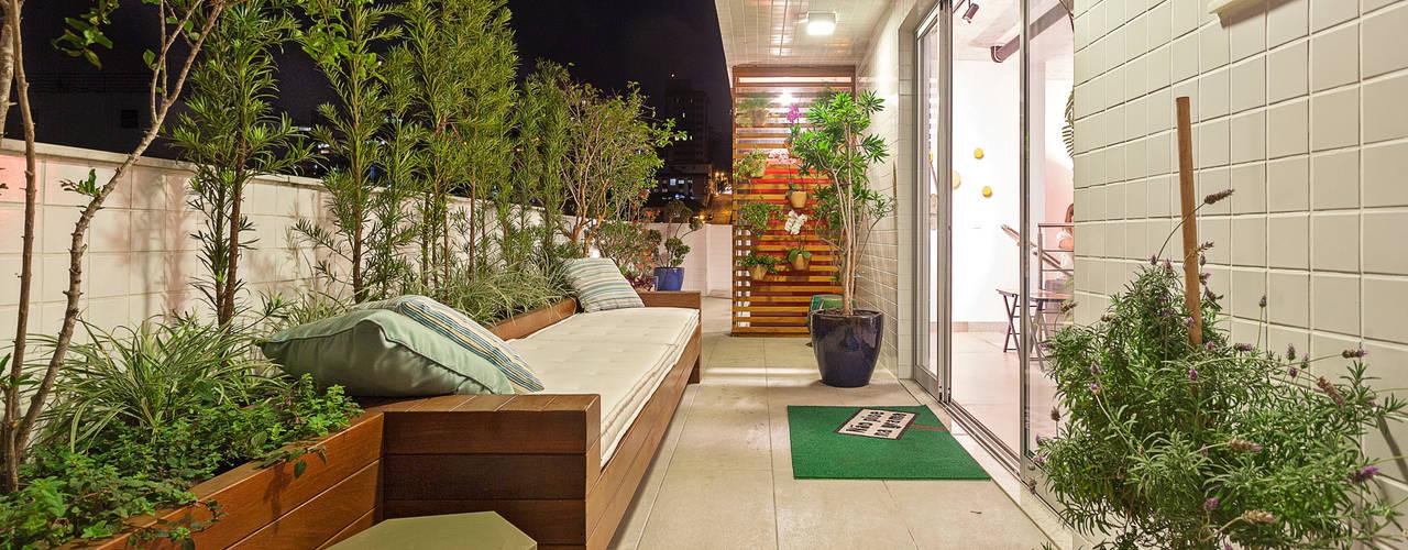 Terrazas de estilo  por Amis Arquitetura e Decoração, Ecléctico