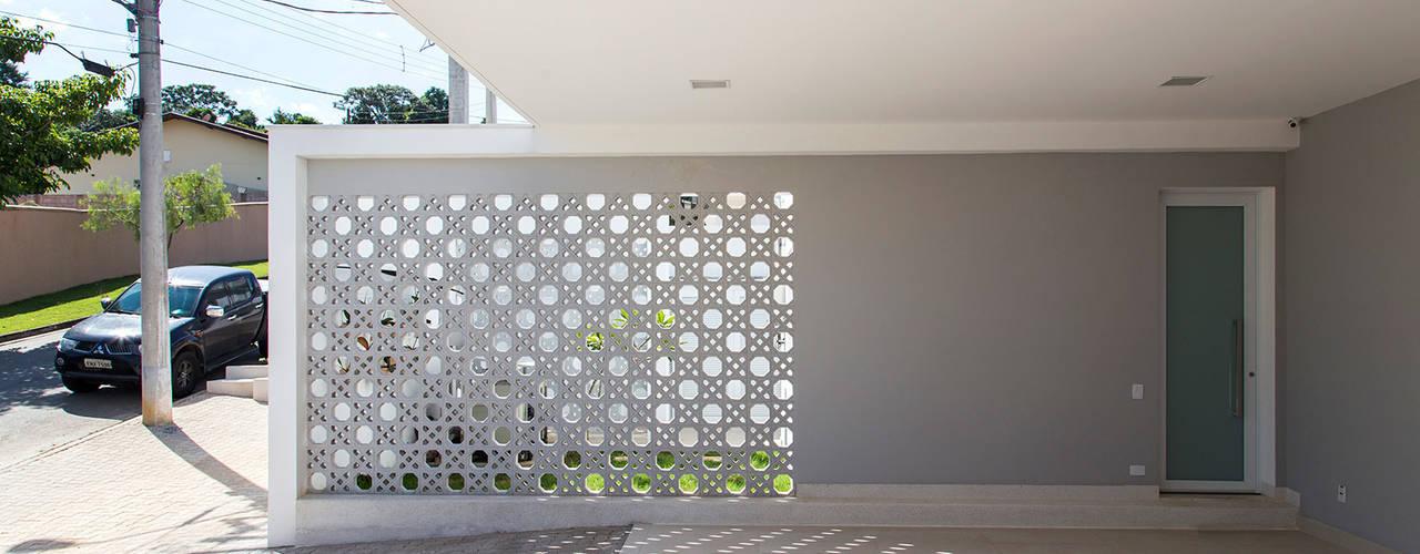 Casas estilo moderno: ideas, arquitectura e imágenes de SAA_SHIEH ARQUITETOS ASSOCIADOS Moderno