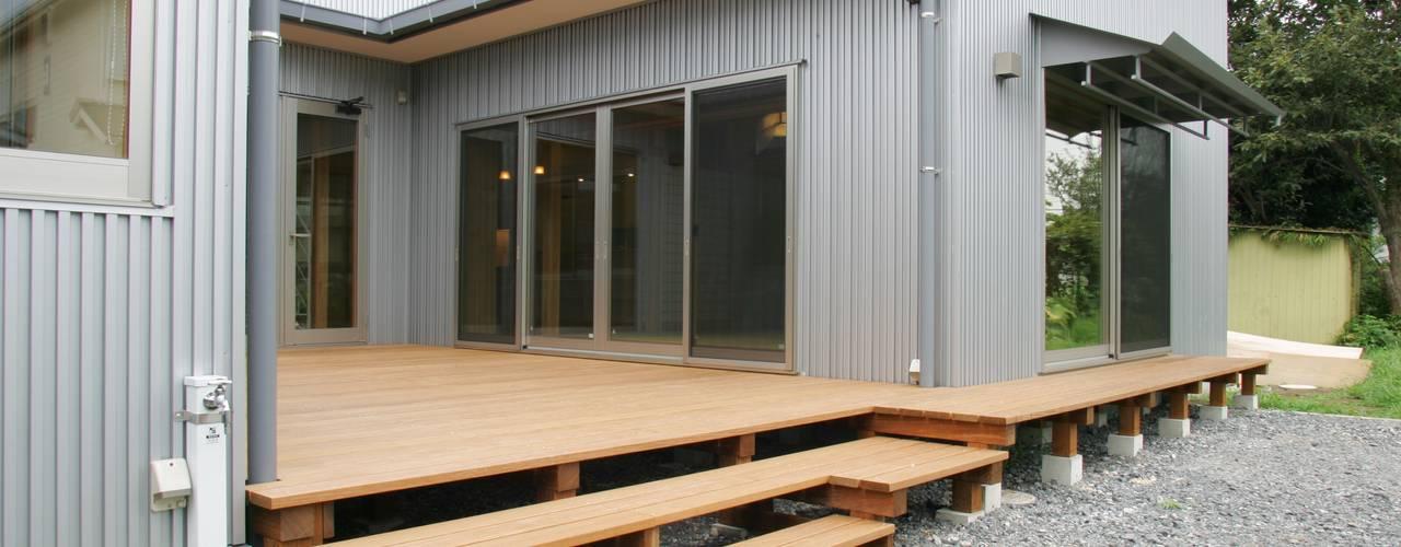 Балкон и терраса в стиле модерн от M設計工房 Модерн