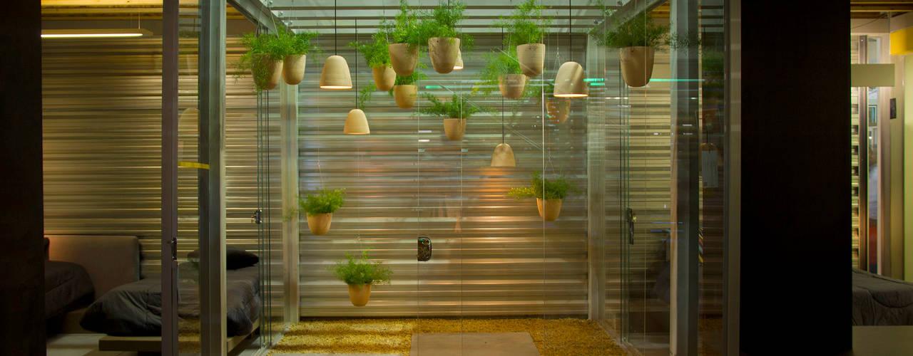 Jardines de estilo moderno de Ateliê de Cerâmica - Flavia Soares Moderno