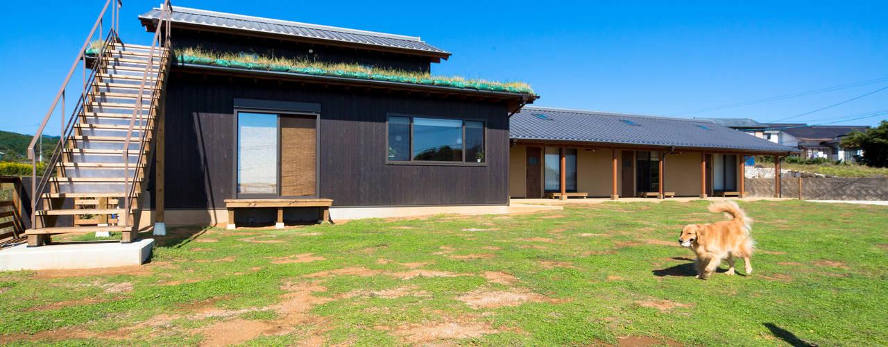 諫早ハルの家 虎設計工房 オリジナルな 家 無垢材 黒色