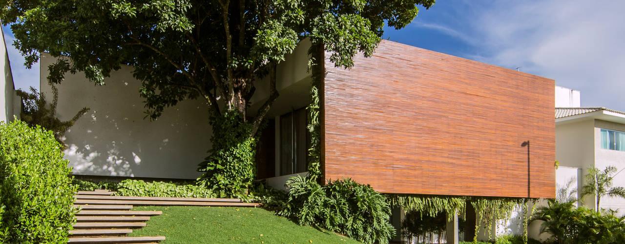 RESIDÊNCIA RMJ: Casas  por Felipe Bueno Arquitetura,Moderno