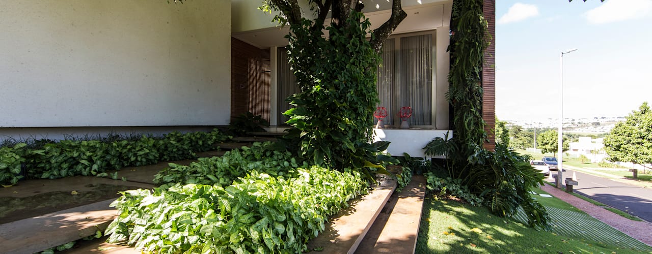 Modern style gardens by Felipe Bueno Arquitetura Modern