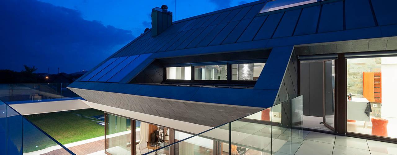 Moderne balkons, veranda's en terrassen van MOBIUS ARCHITEKCI PRZEMEK OLCZYK Modern
