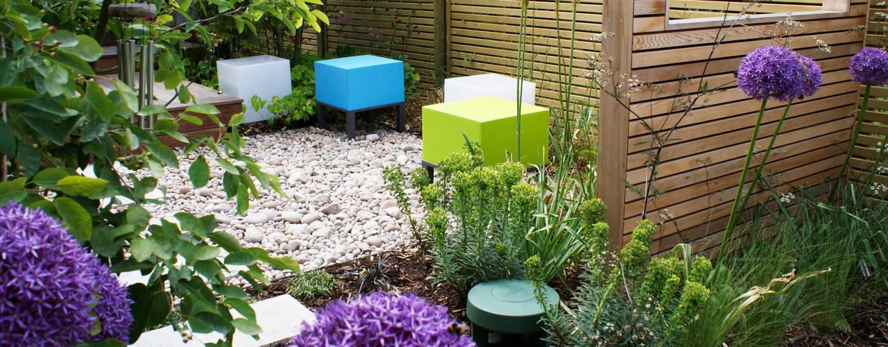 Jardines de estilo  de Rosemary Coldstream Garden Design Limited