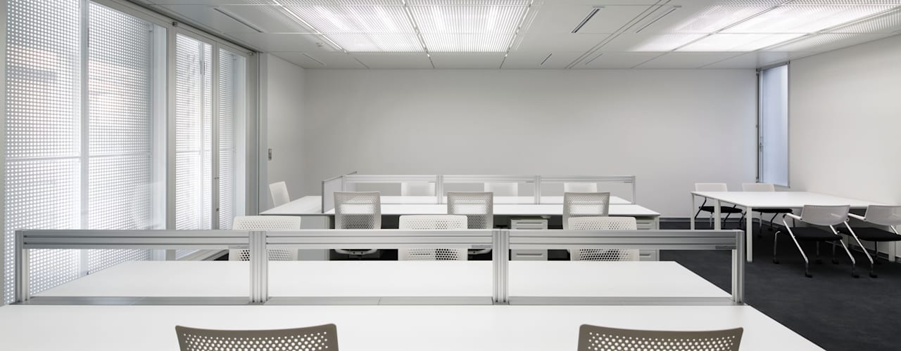 VICTORINOX JAPAN ANNEX BUILDING: 久保田章敬建築研究所が手掛けたオフィスビルです。,モダン