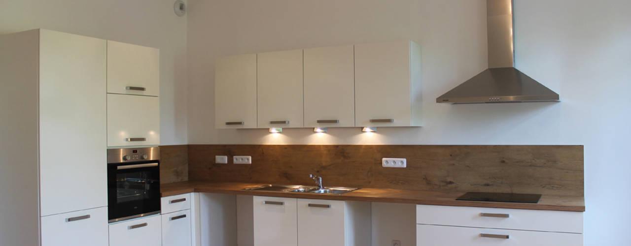 Кухня в стиле модерн от Agence ADI-HOME Модерн