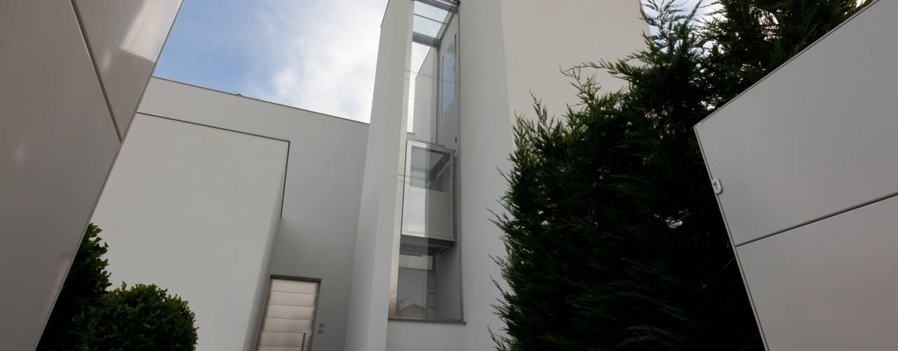 Maisons de style de style Moderne par Paolo Carli Moretti Architetto