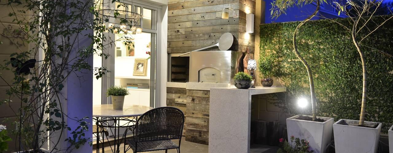Balcones y terrazas modernos de Tania Bertolucci de Souza | Arquitetos Associados Moderno