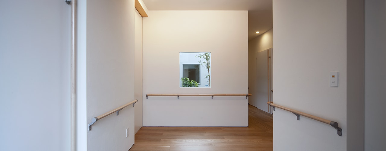 玄関: ISDアーキテクト/一級建築士事務所が手掛けた廊下 & 玄関です。