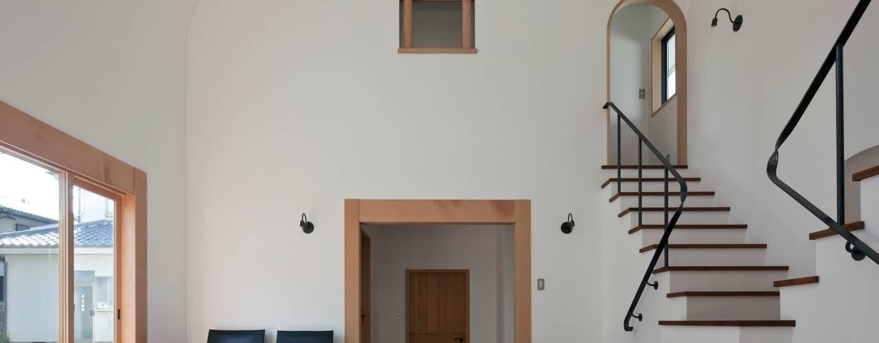 舞踏家の家: 松井建築研究所が手掛けたリビングです。,オリジナル