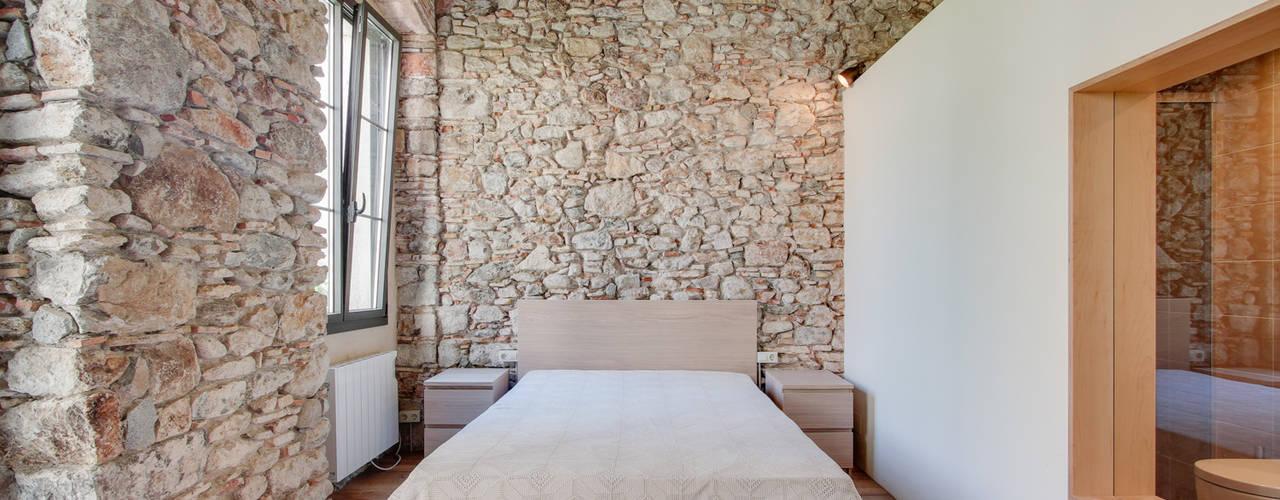 Chambre de style  par Lara Pujol     Interiorismo & Proyectos de diseño, Méditerranéen