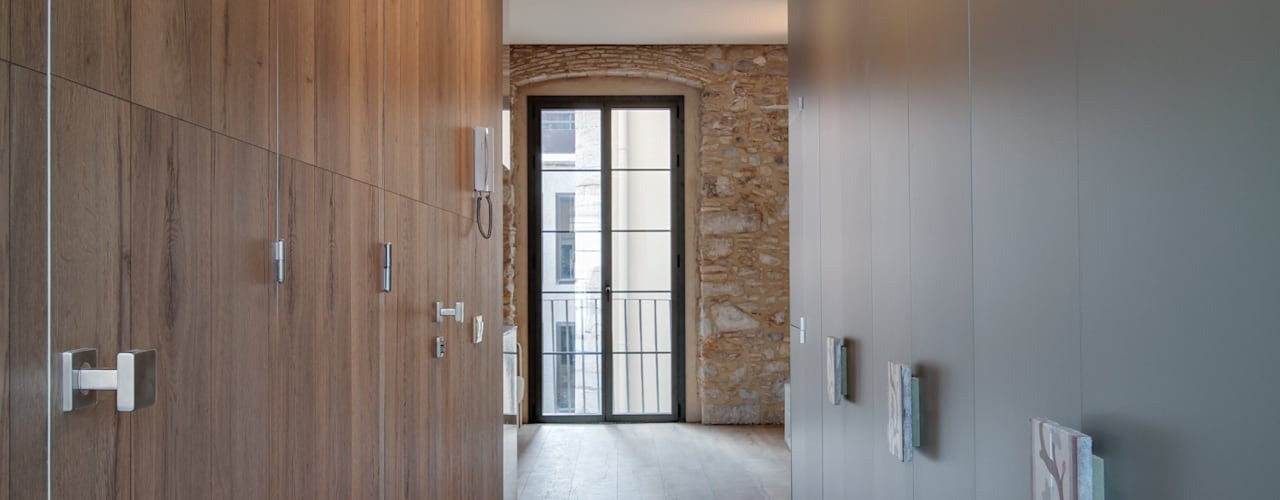 PROMOCIÓN 4 LOFTS Lara Pujol   Interiorismo & Proyectos de diseño Vestidores de estilo mediterráneo
