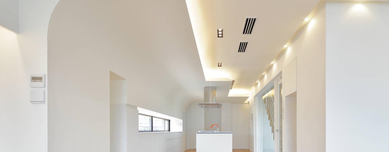 百人町・M-House モダンデザインの リビング の 平野智司計画工房 モダン