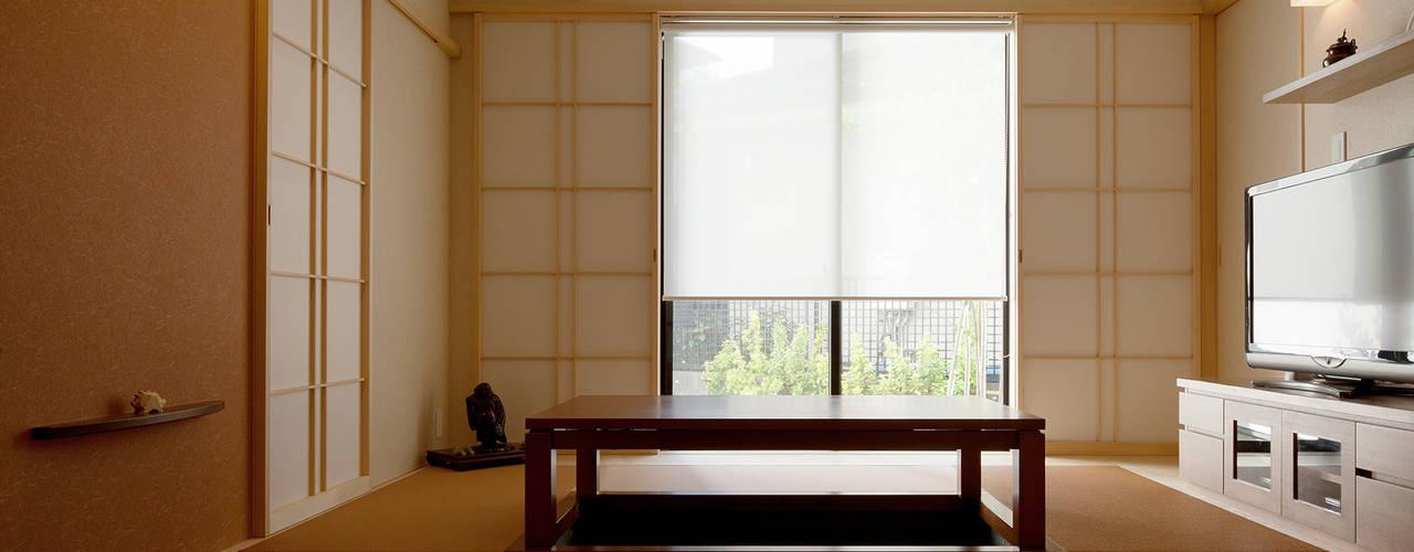 掘りごたつのあるお茶の間: シーズ・アーキスタディオ建築設計室が手掛けたリビングです。
