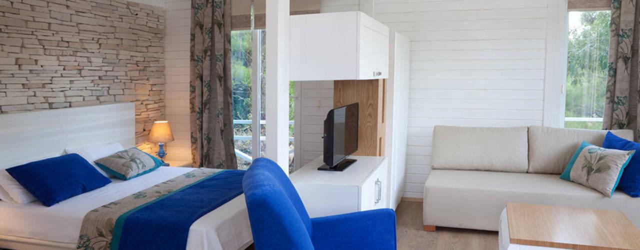 Dormitorios de estilo  por SAKLI GÖL EVLERİ