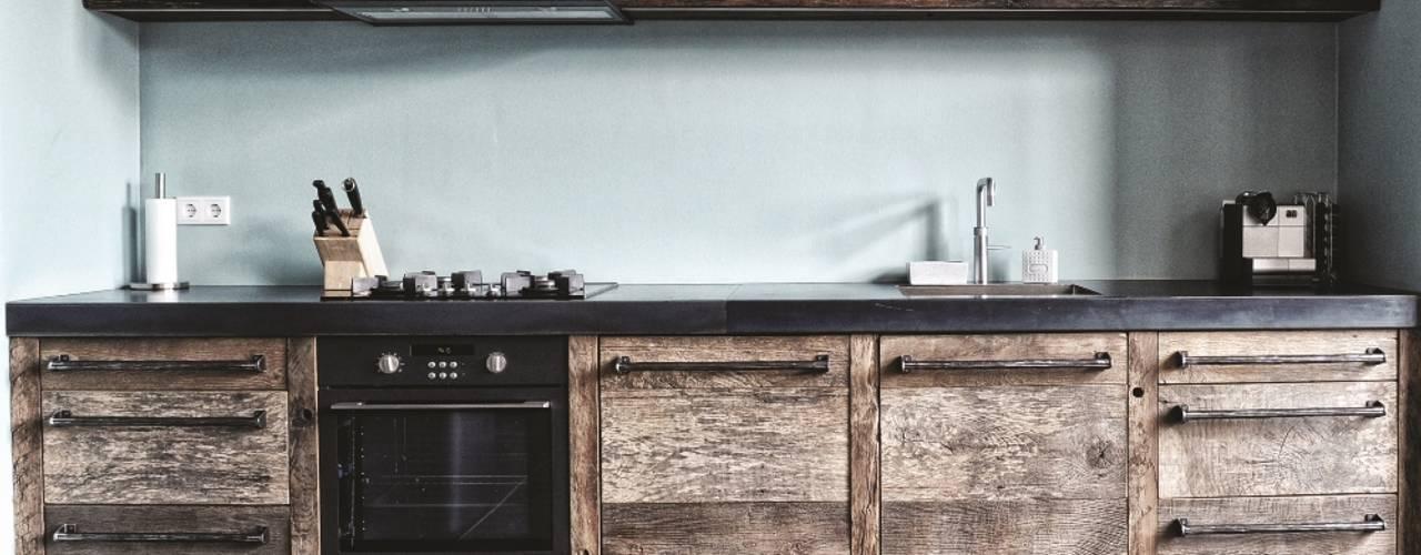 Industriële keukens van homify Industrieel Hout Hout