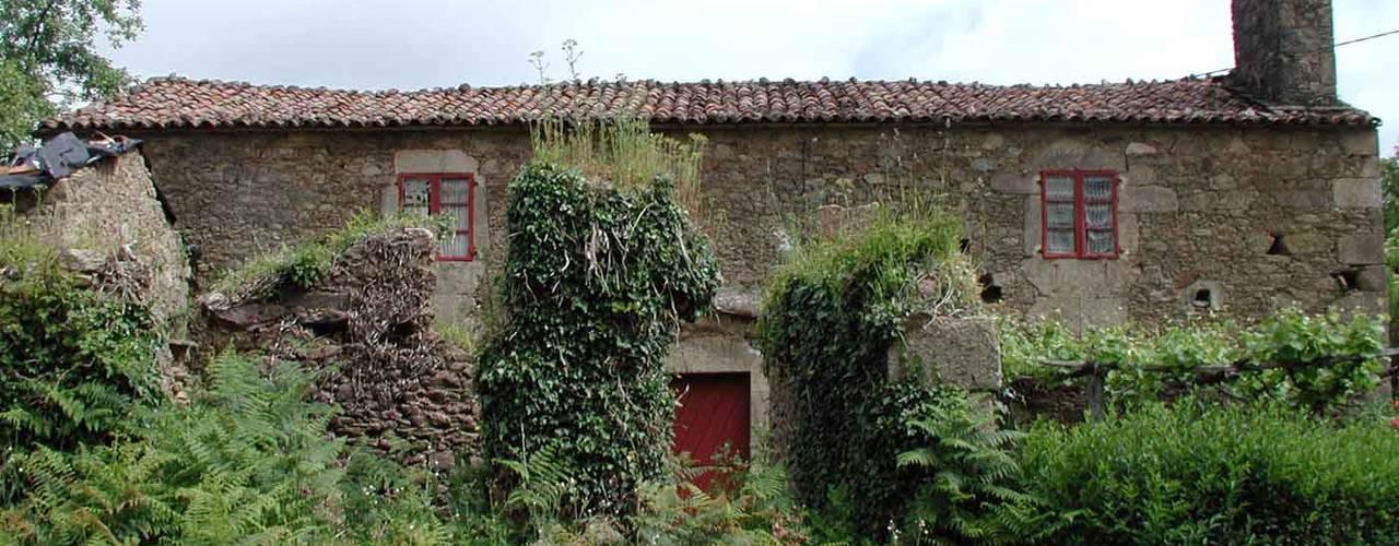 Wiejskie domy od Intra Arquitectos Wiejski