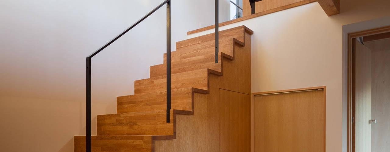 Modern Corridor, Hallway and Staircase by HAN環境・建築設計事務所 Modern