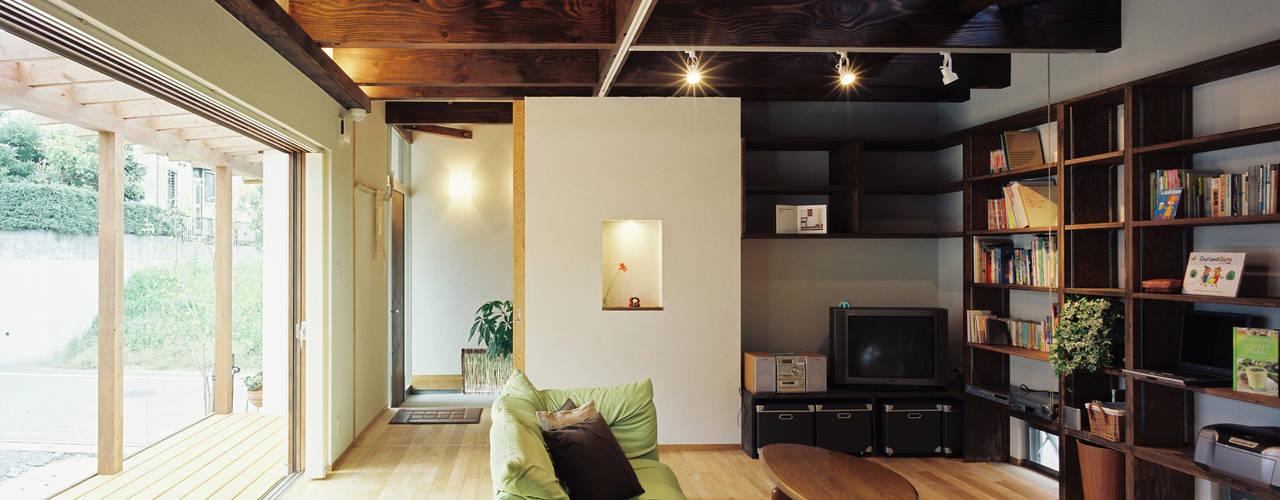 ISさんの家: 小栗建築設計室が手掛けたリビングです。