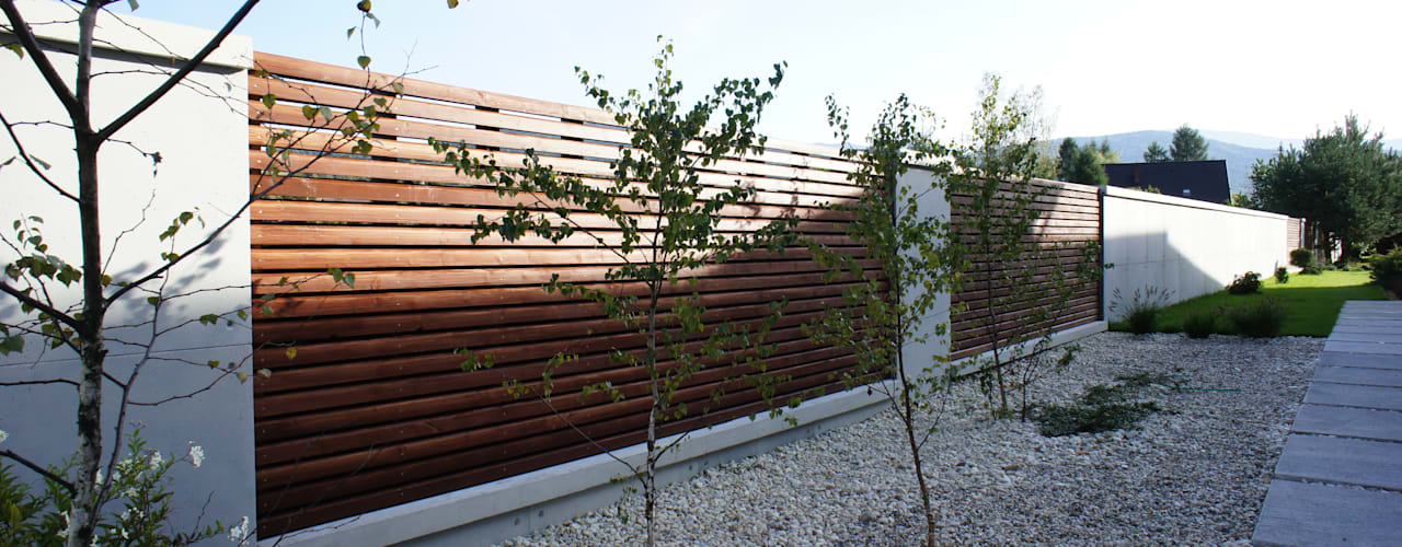 Modern garden by Contractors Modern