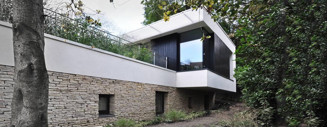 Maisons de style de style Moderne par E2 Architecture + Interiors