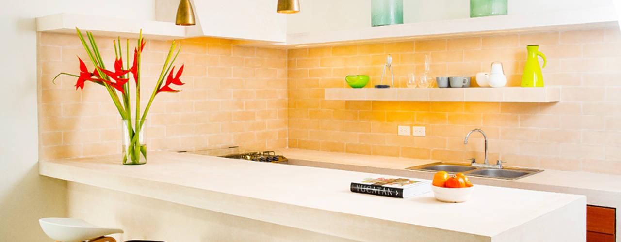 Cuisine moderne par Taller Estilo Arquitectura Moderne