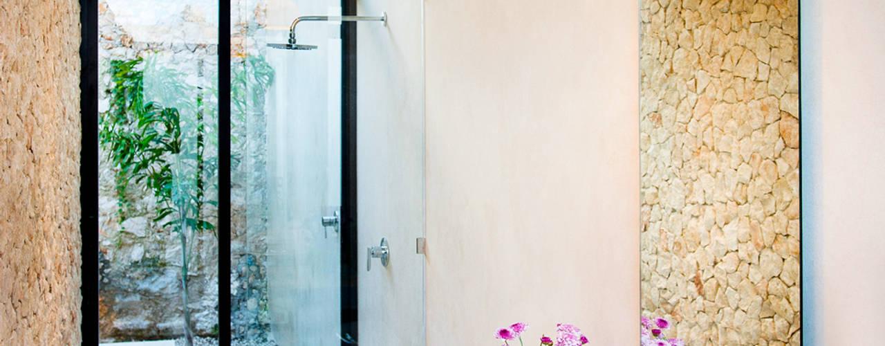Bagno in stile  di Taller Estilo Arquitectura