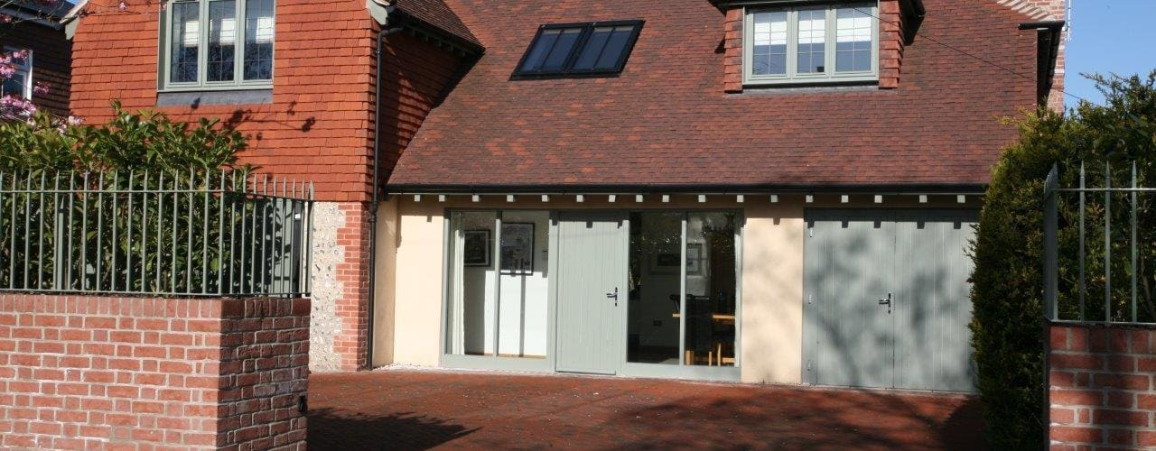 Refurbishment project West Sussex: classic Houses by At No 19