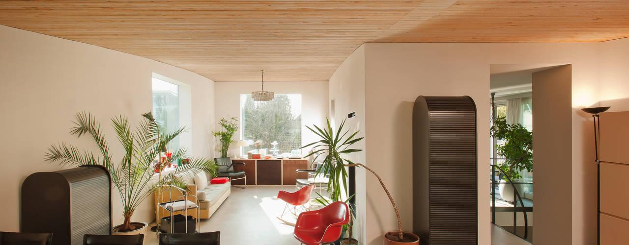 Living room by LENGACHER EMMENEGGER PARTNER AG, Modern