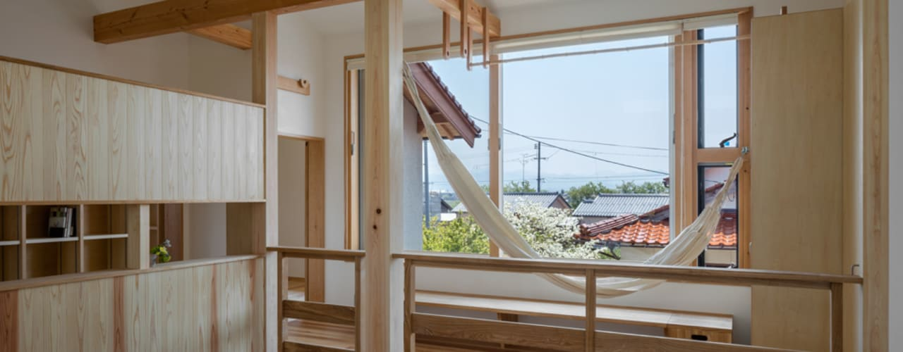 南のサンスペース: 小野育代建築設計事務所が手掛けた和室です。